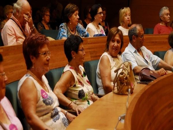Un centenar de vecinos de Picanya y Paiporta visitan la Diputación de Valencia