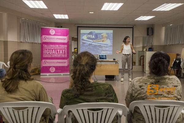 25 mujeres de Picassent participan en la charlada 'Mujeres emprendedoras y autocolocación'