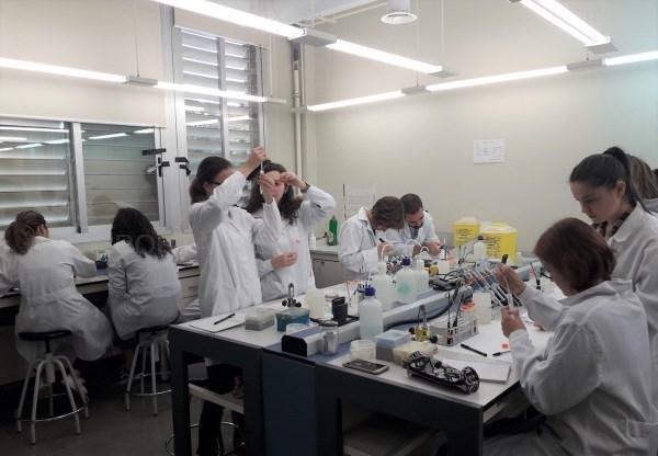 La Universitat de València acoge Small World Initiative, un proyecto de divulgación científica para alumnado de secundaria