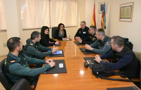 Reunión en el Ayuntamiento de Paiporta con las fuerzas de seguridad para abordar los ataques a vehículos