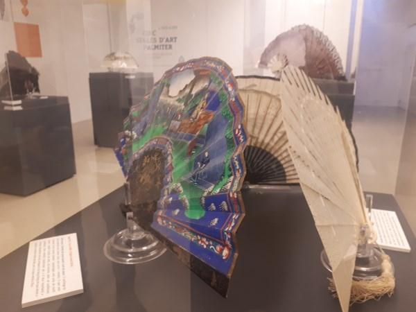 Cinco siglos de arte del abanico reunidos en el Museu Comarcal de l'Horta Sud