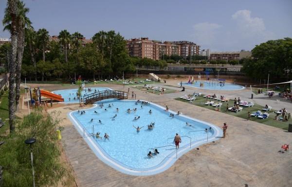 Aforo completo en el estreno de la nueva piscina lúdica de Paiporta