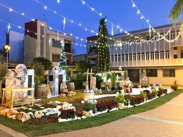 El Belén municipal ya está instalado en la plaza del Ayuntamiento de Picassent