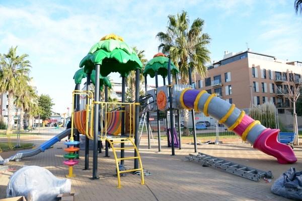 Empieza la instalación de nuevos juegos infantiles inclusivos en las plazas Italia, Soliera, 3 de Abril y la Calle Torrent de Paiporta
