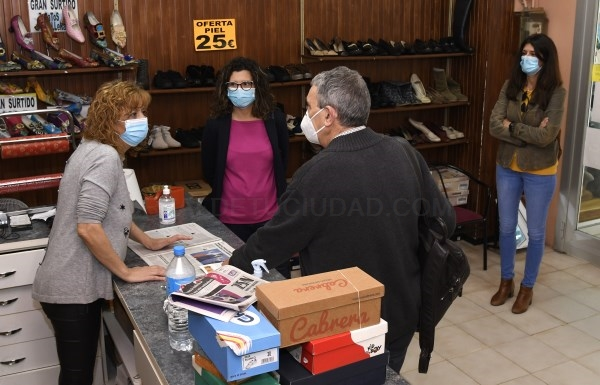 El servicio gratuito de recogida de cartón para comercios locales ya cuenta con 21 negocios adheridos en Paiporta