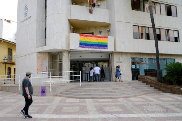 Paiporta se suma en el día contra la LGTBIfòbia