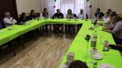 El equipo de gobierno de Almoradí visita al grupo de negocio Relaziona para debatir sobre el futuro del municipio