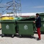Orihuela renueva 250 contenedores de basura