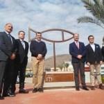 Orihuela luce el premio nacional de Ciudad Sostenible en la categoría de Gestión de Ciclo del Agua con la instalación de una réplica en una rotonda