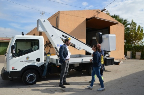 Entra en funcionamiento el nuevo camión grúa de las brigadas de Infraestructuras