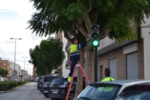 Albatera mejora la seguridad del tráfico con el cambio de los semáforos a tecnología LED