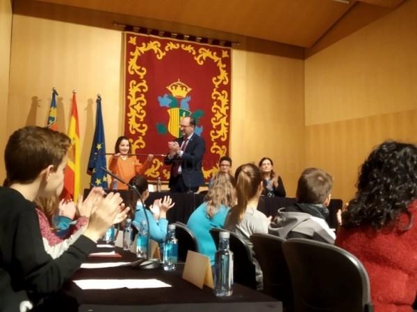 Los escolares de Orihuela celebran la XI edición del Pleno Infantil con motivo de la celebración del Día Internacional de la Ciudad Educadora
