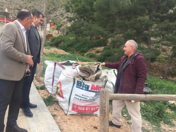 Medio Ambiente realiza trabajos de limpieza en la ladera del Monte San Miguel y el entorno del Seminario