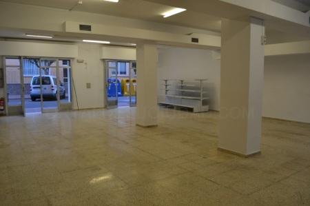 Se alquila local comercial en Ciutadella